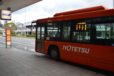 空港からリムジンバスでJR松山駅へ
